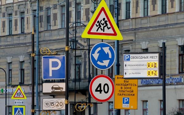 Стоять во дворах придется за деньги. Чем грозит водителям новый закон  | Бизнес | Forbes.ru